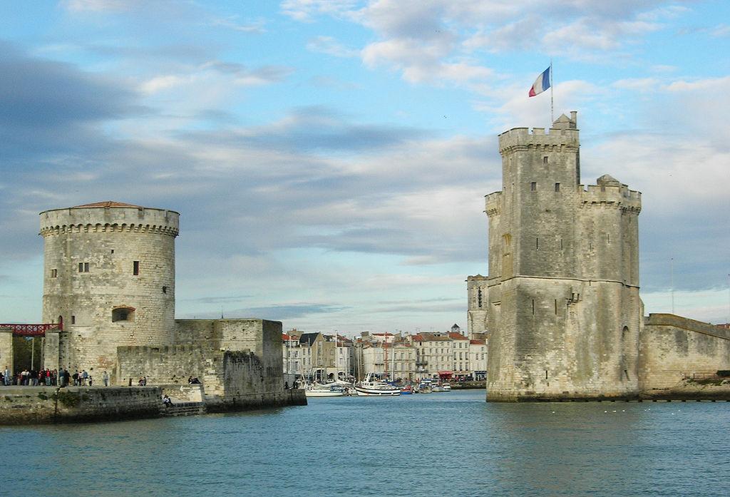 Le vieux port de La Rochelle et ses deux tours ouvertes sur l'Atlantique